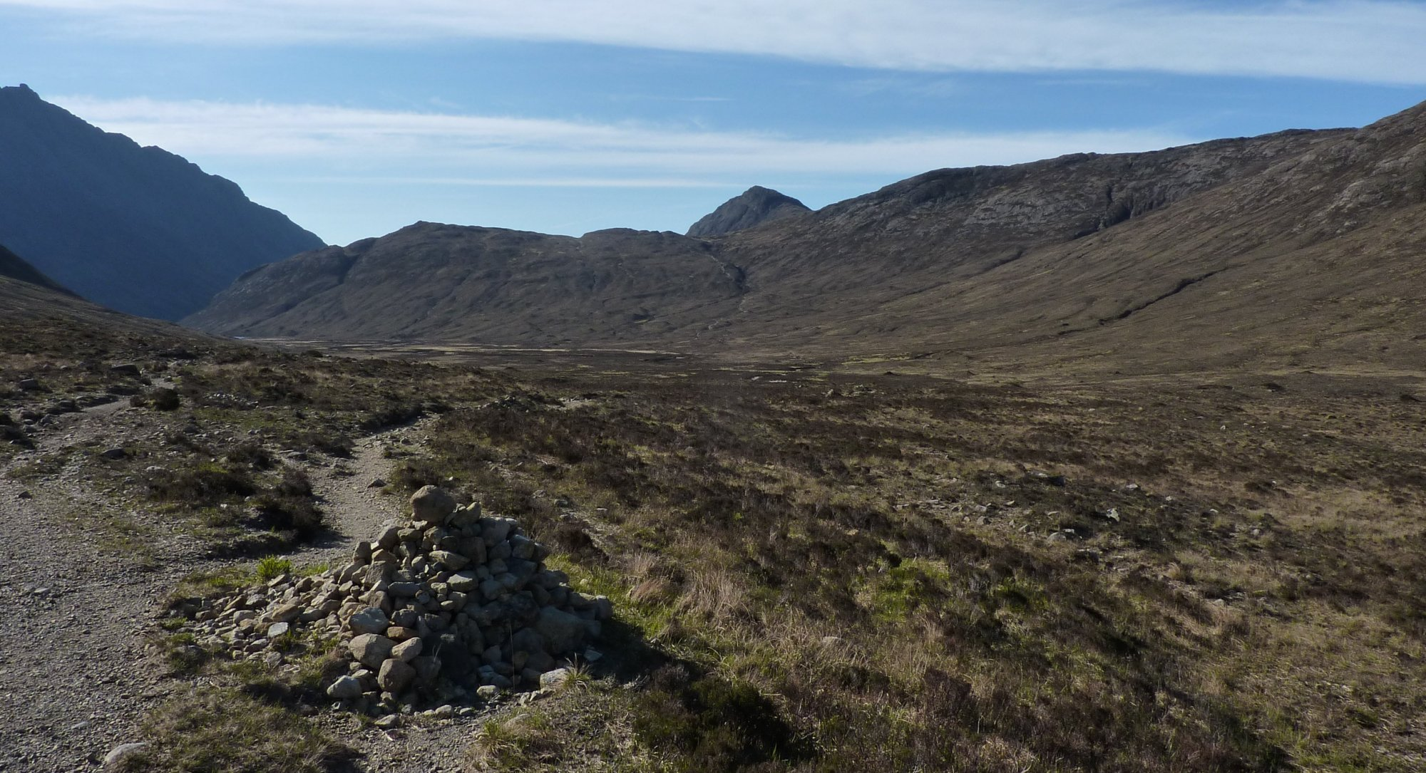The 'decision cairn', left for the easy route, right means I have to take the Bad Step - I go left