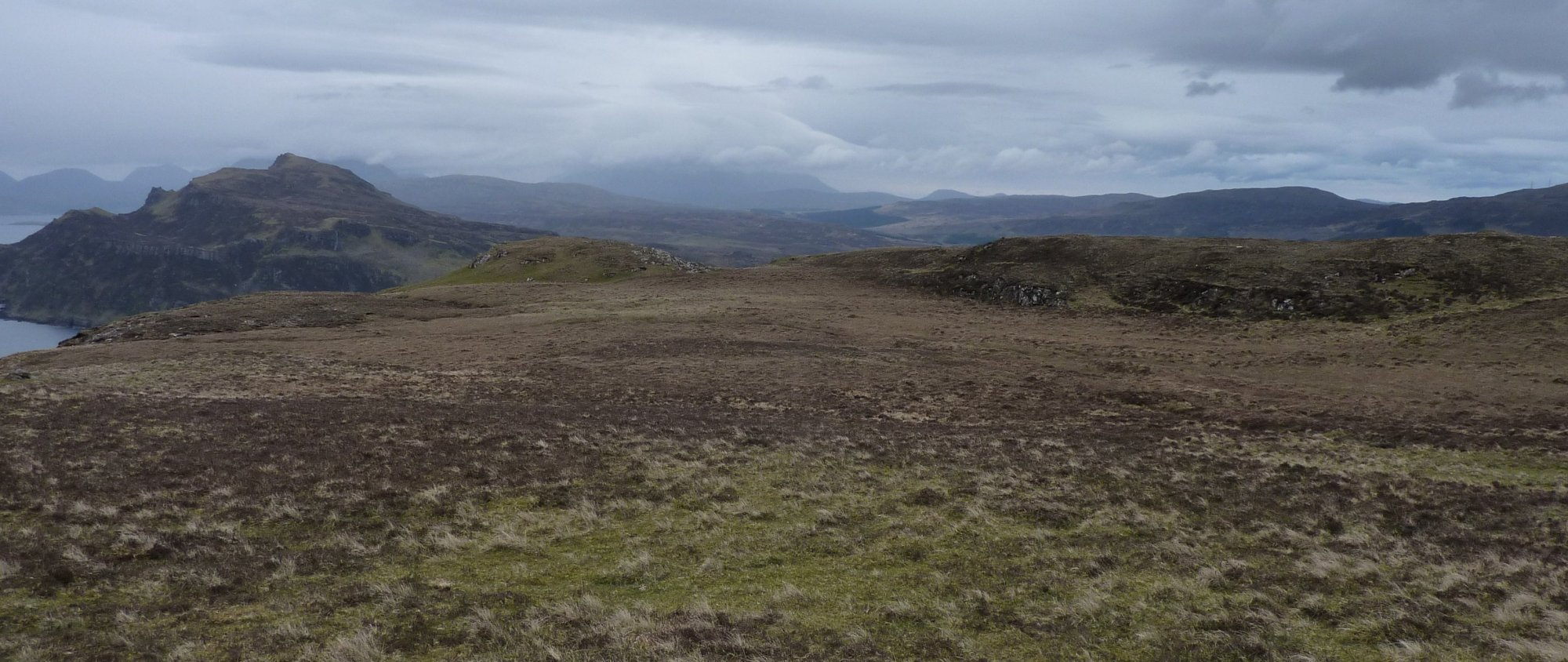 The turf is now behind me, across the open moorland again, avoiding the few wet patches