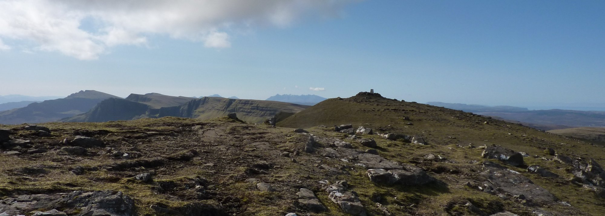Approaching the summit of Beinn Edra