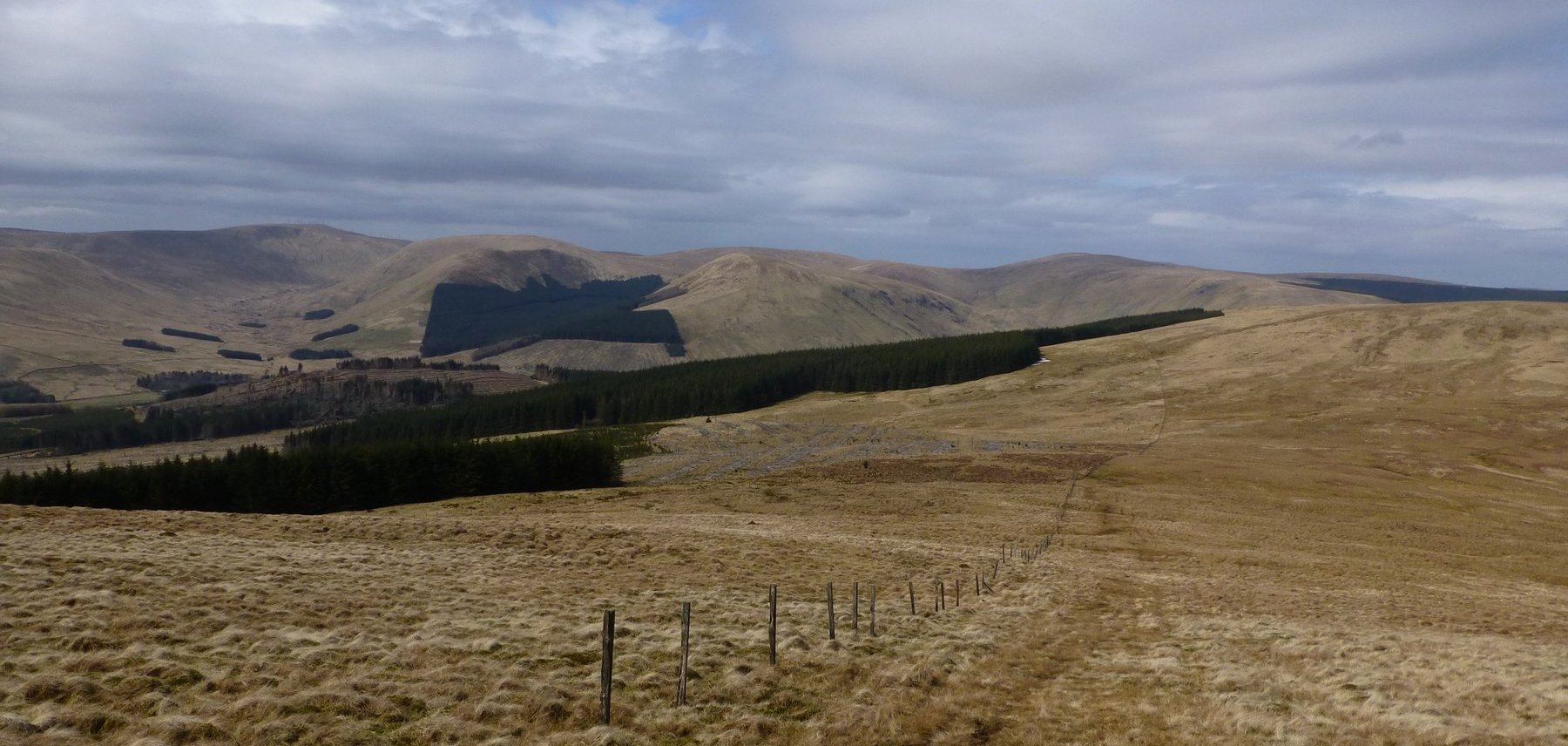 An undulating ridge walk between Benbreak and Coranbae Hill