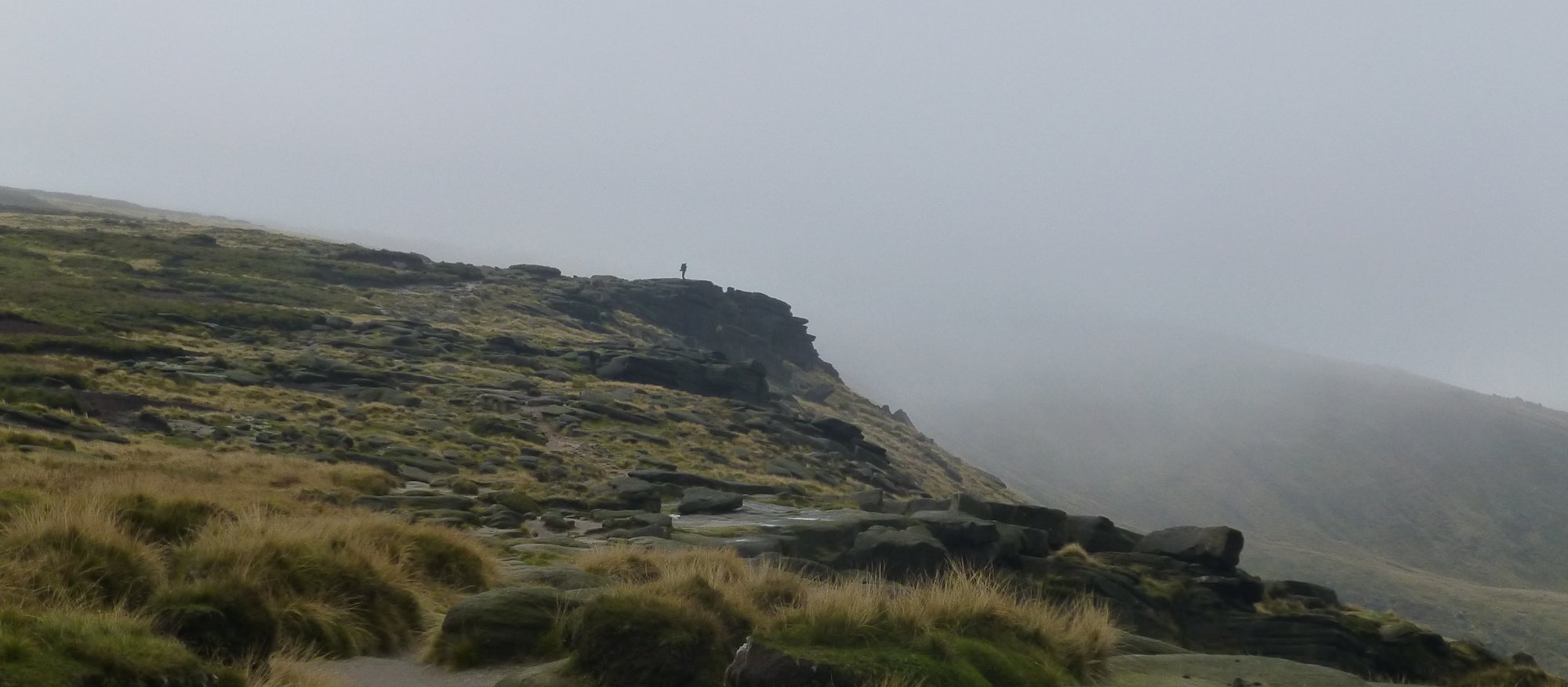 Kinder edge with the mist retreating